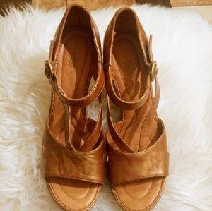 Plataform wedges shoes.